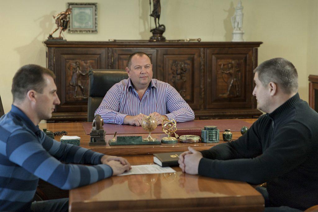 Каждое утро Касьянов выслушивает отчеты своих топ-менеджеров