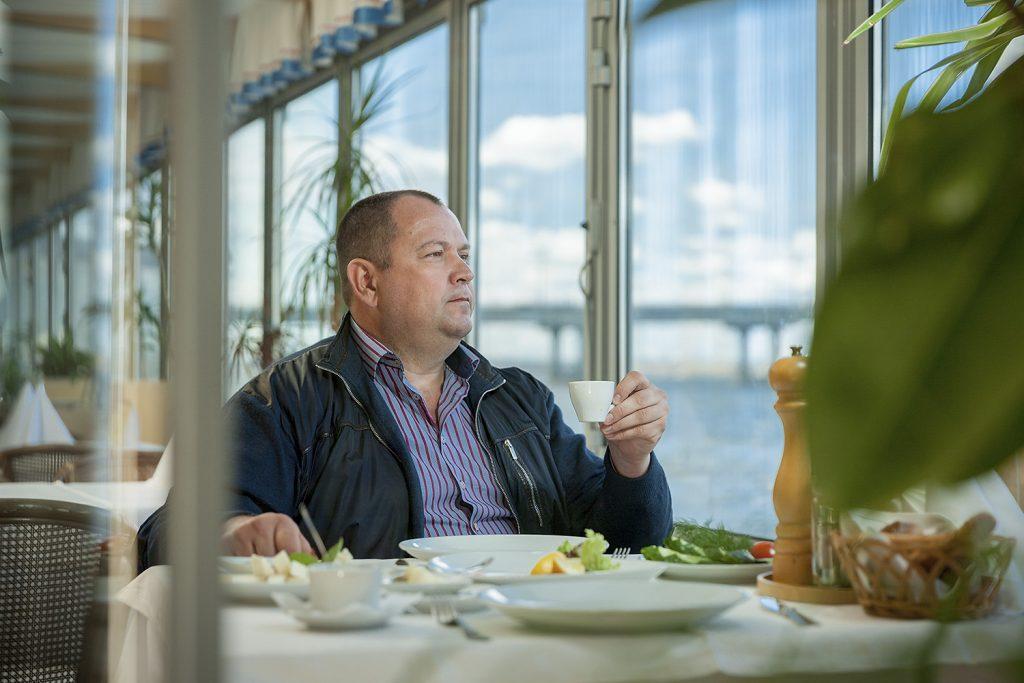 Засиживаться на работе допоздна Сергей Касьянов не любит: он считает, что все можно успеть сделать за восемь часов