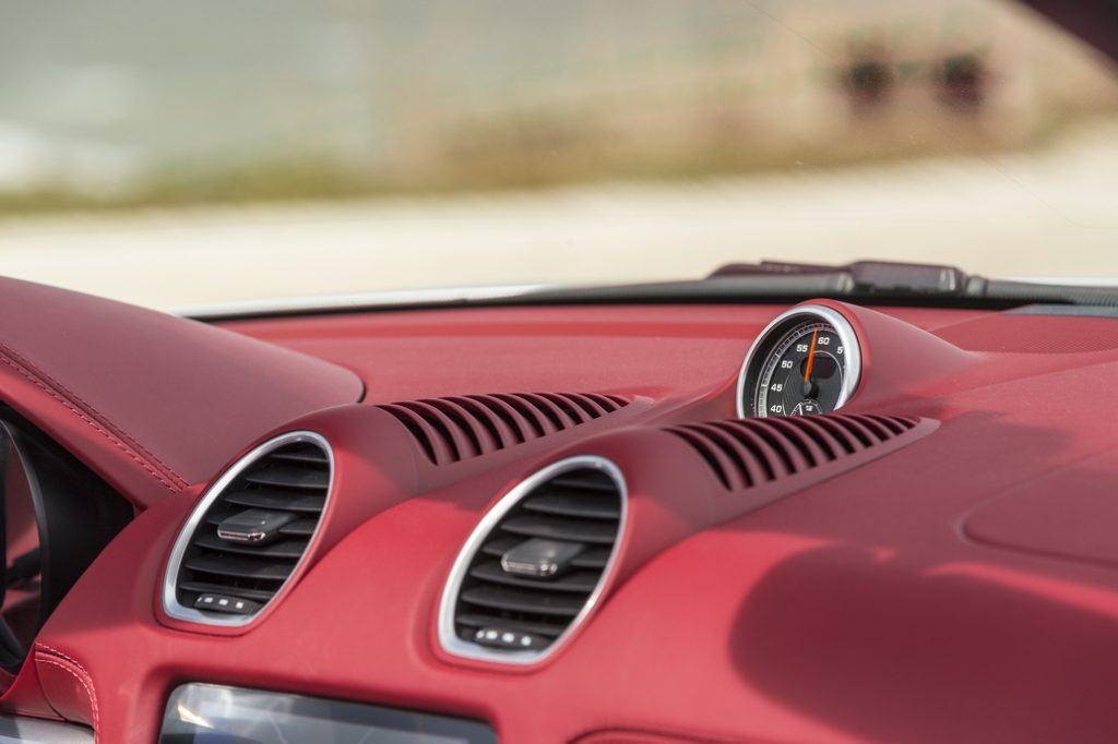 Время в новом Porsche 718 как бы останавливается. Но каждая секунда при разгоне — на вес золота!