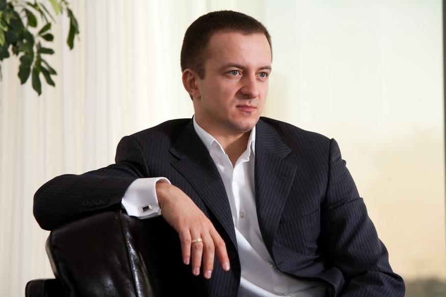 В 2008 году руководство семейной компанией отец доверил Николаю Гуте