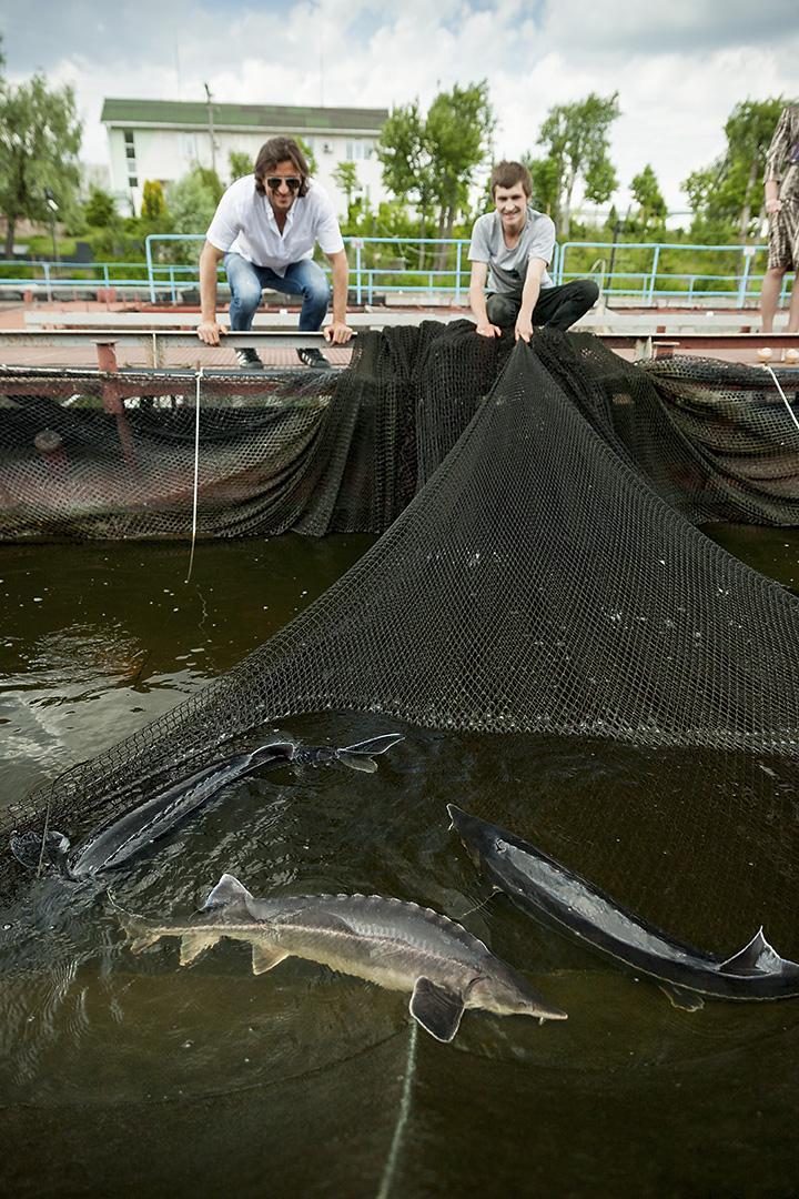 Максим Мостовой (слева) нашел свою золотую рыбку. Желания исполняет ежегодно